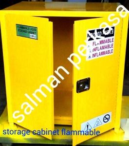 lemari penyimpanan bahan kimia mudah terbakar