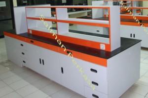 meja laboratorium